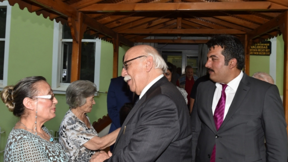 Minister of National Education Nabi Avcı visited the retired teachers at the Validebağ Mustafa Necati Bey Nursing Home for Teachers.
